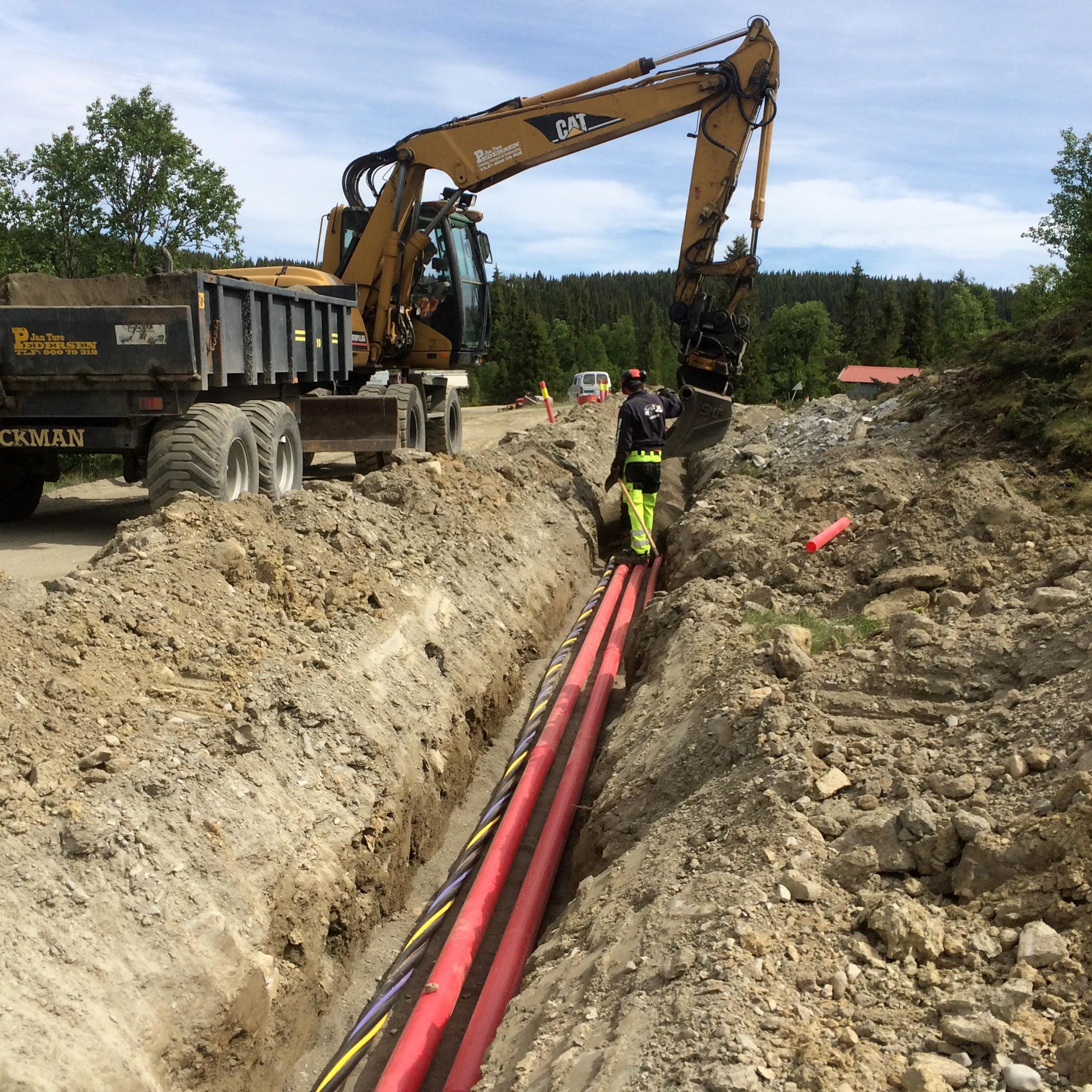Arbeid med kabelgrøft ved Haverstad entreprenør.