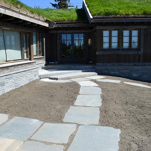 Legging av stein og opparbeiding av uteområde ved Haverstad entrerprenør.
